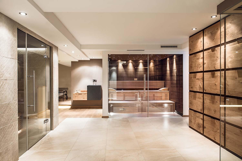 Du bist auf der Suche nach einem Entspannungs-Erlebnis in Tirol und möchtest gleichzeitig dein Immunsystem stärken? Dann ist eine Auszeit in den Bergen mit einem gesunden Sauna-Besuch genau das Richtige für dich.